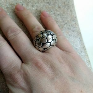 Stretch silver pebbled ring